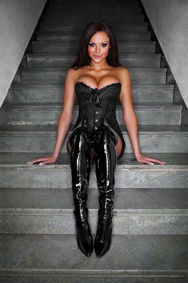 image femme en cuissarde cuir 044 via http://ift.tt/1oXDacT