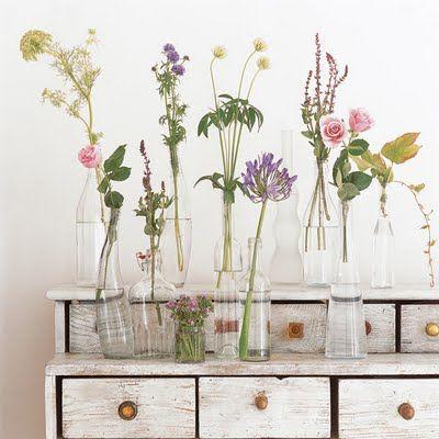 Pastellin sävyt yhdistävät erilaisia pitkävartisia kukkia.