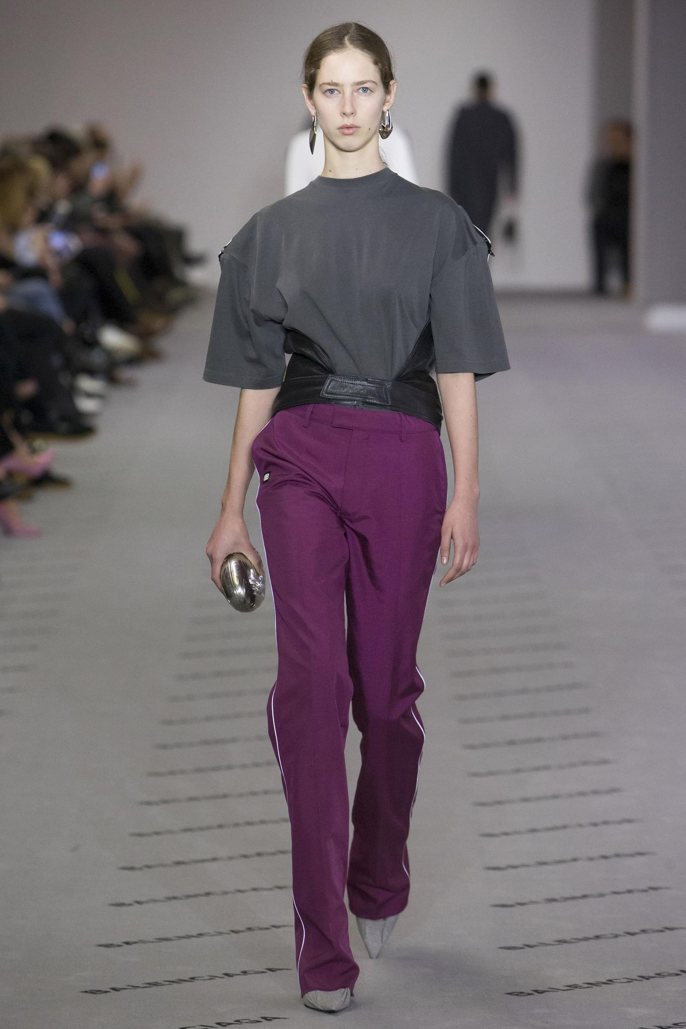 Défilé Balenciaga Prêtàporter Femme Automnehiver - Pret a porter haut de gamme femme