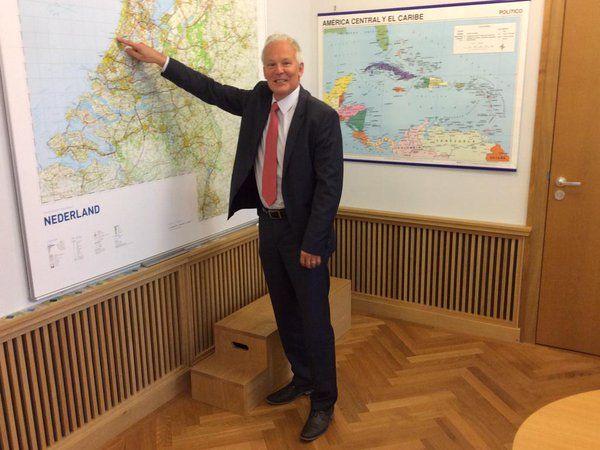 """Ronald Plasterk on Twitter: """"De heer Jan Rijpstra is de nieuwe burgemeester van Noordwijk. Gefeliciteerd! http://t.co/qoVqOBpPdz"""""""