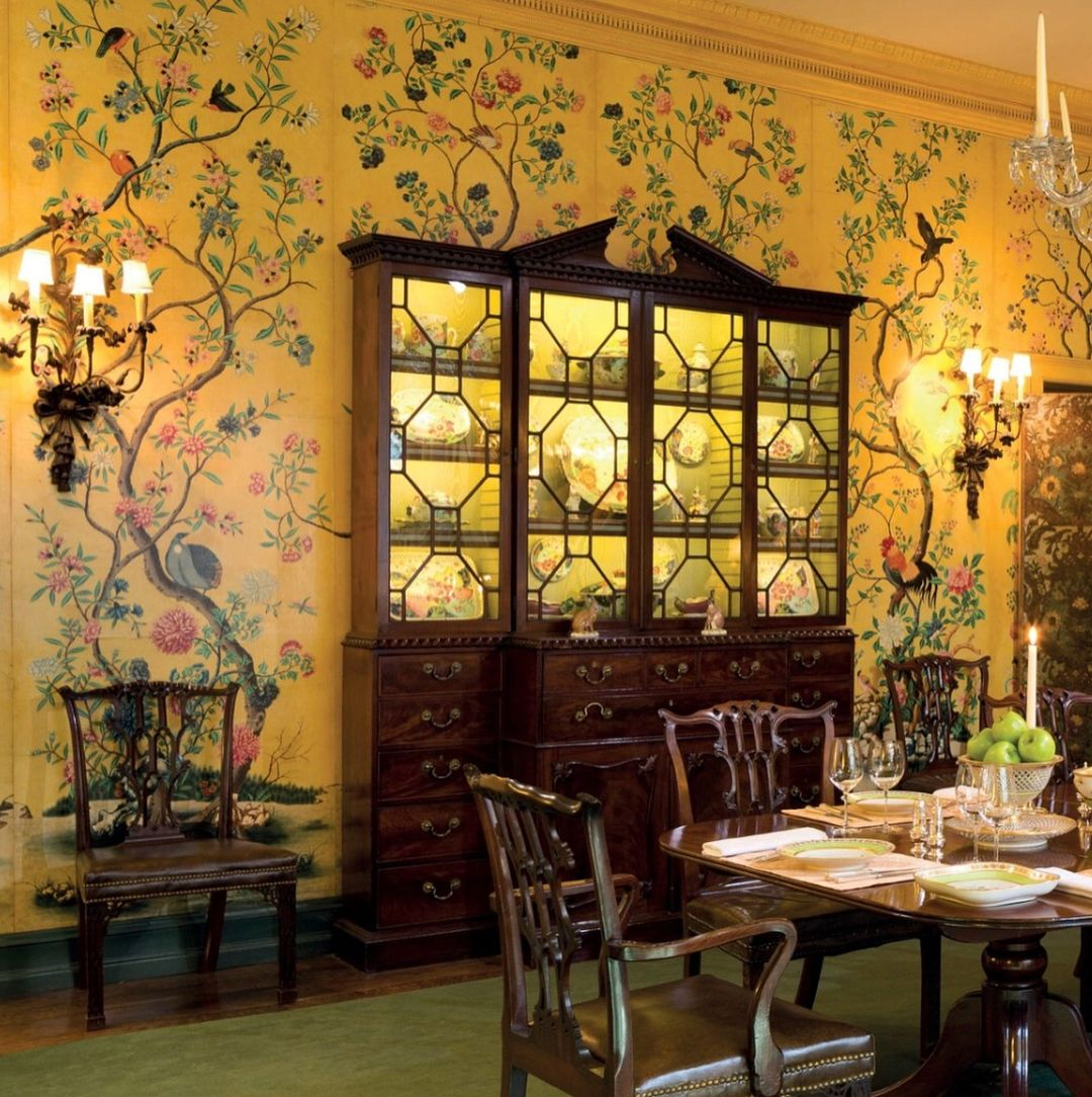 In love with taxi yellow chinoiserie wallpaper in Peggy