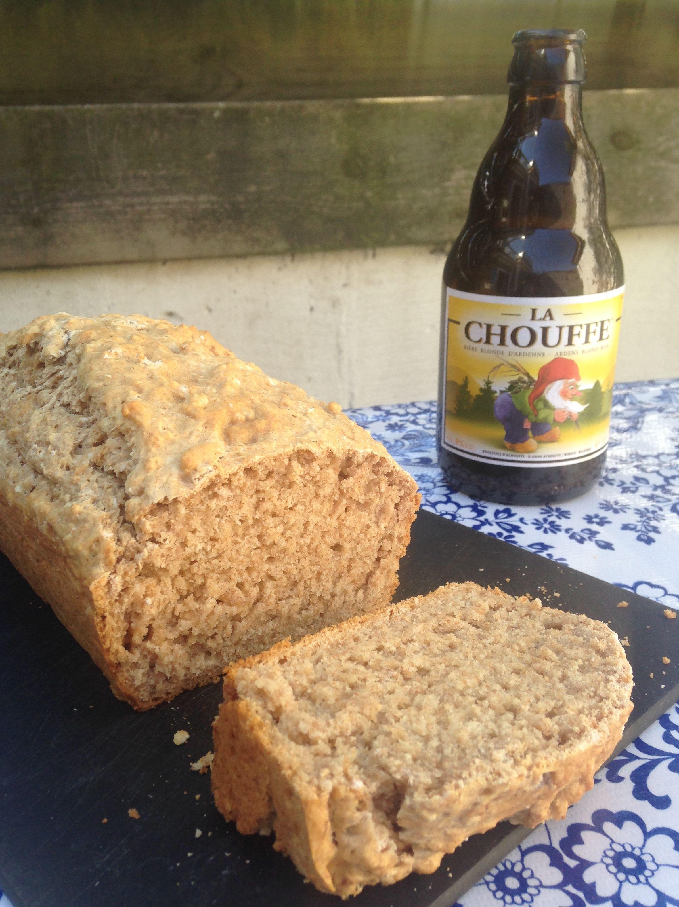 Laatst at ik in een café in Amsterdam bij de borrel een stuk bierbrood. Ik had er zelf nog nooit van gehoord, maar het brood smaakte heerlijk. Dat moest ik ook maken! Het volgende weekend ging ik a…