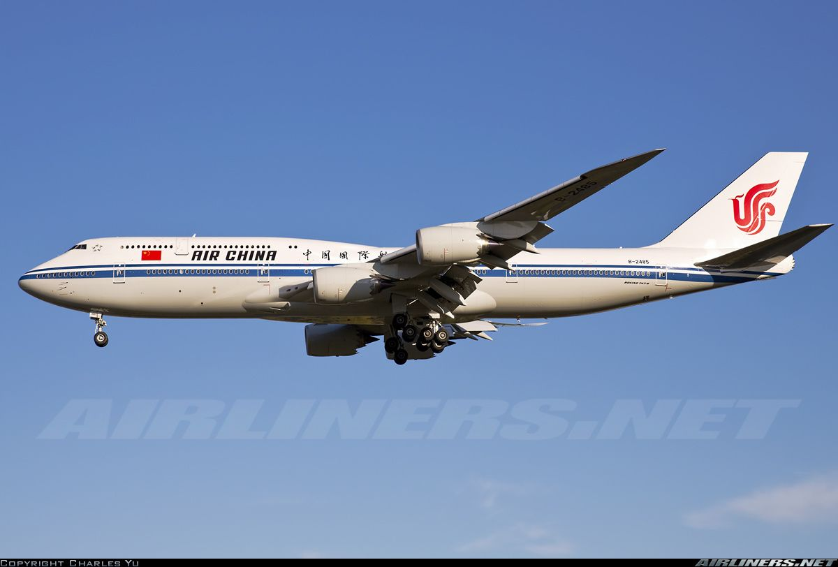 Boeing 747-89L aircraft picture