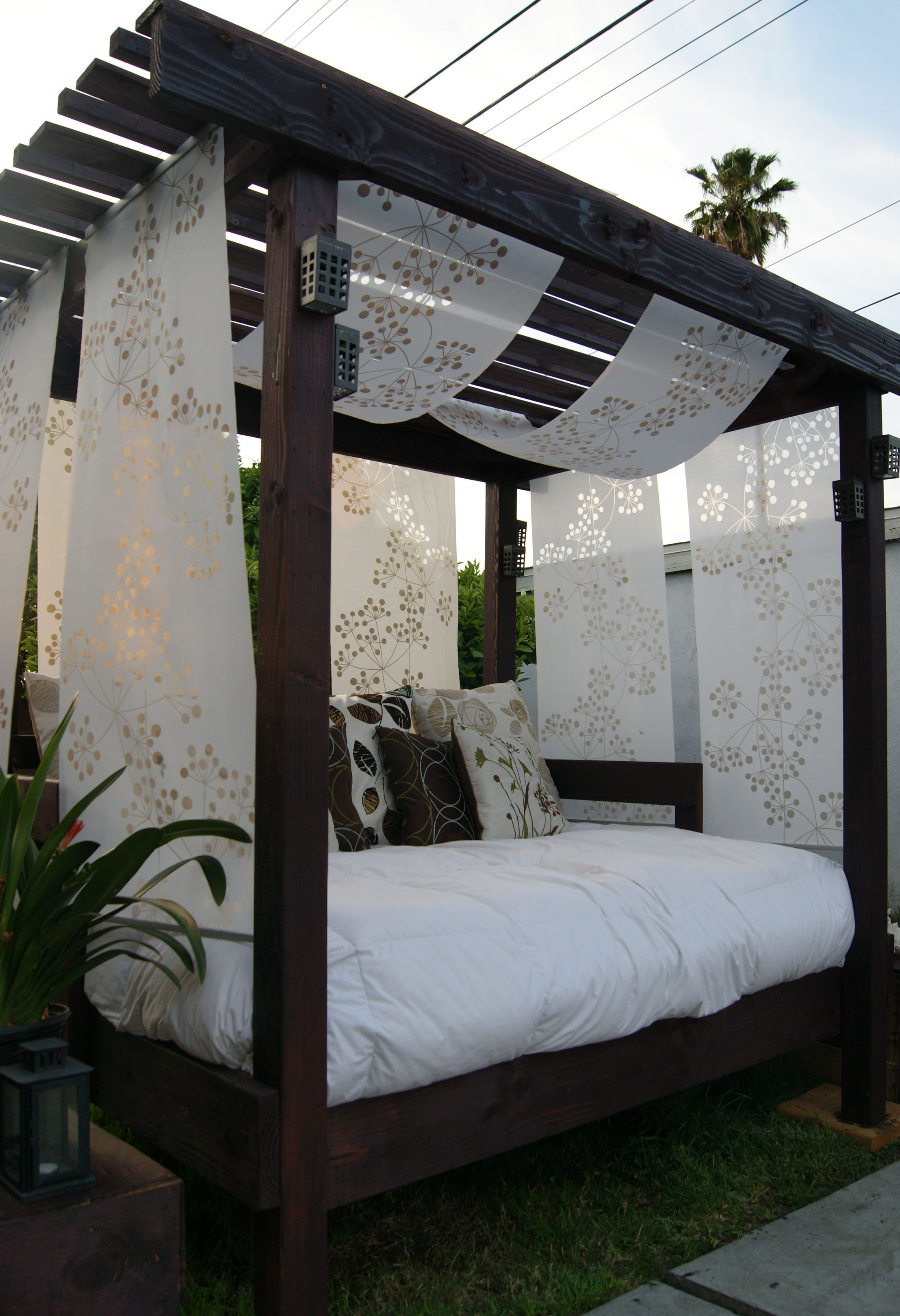 Diy cabana for the backyard with an old used futon i for Pool canopy bed