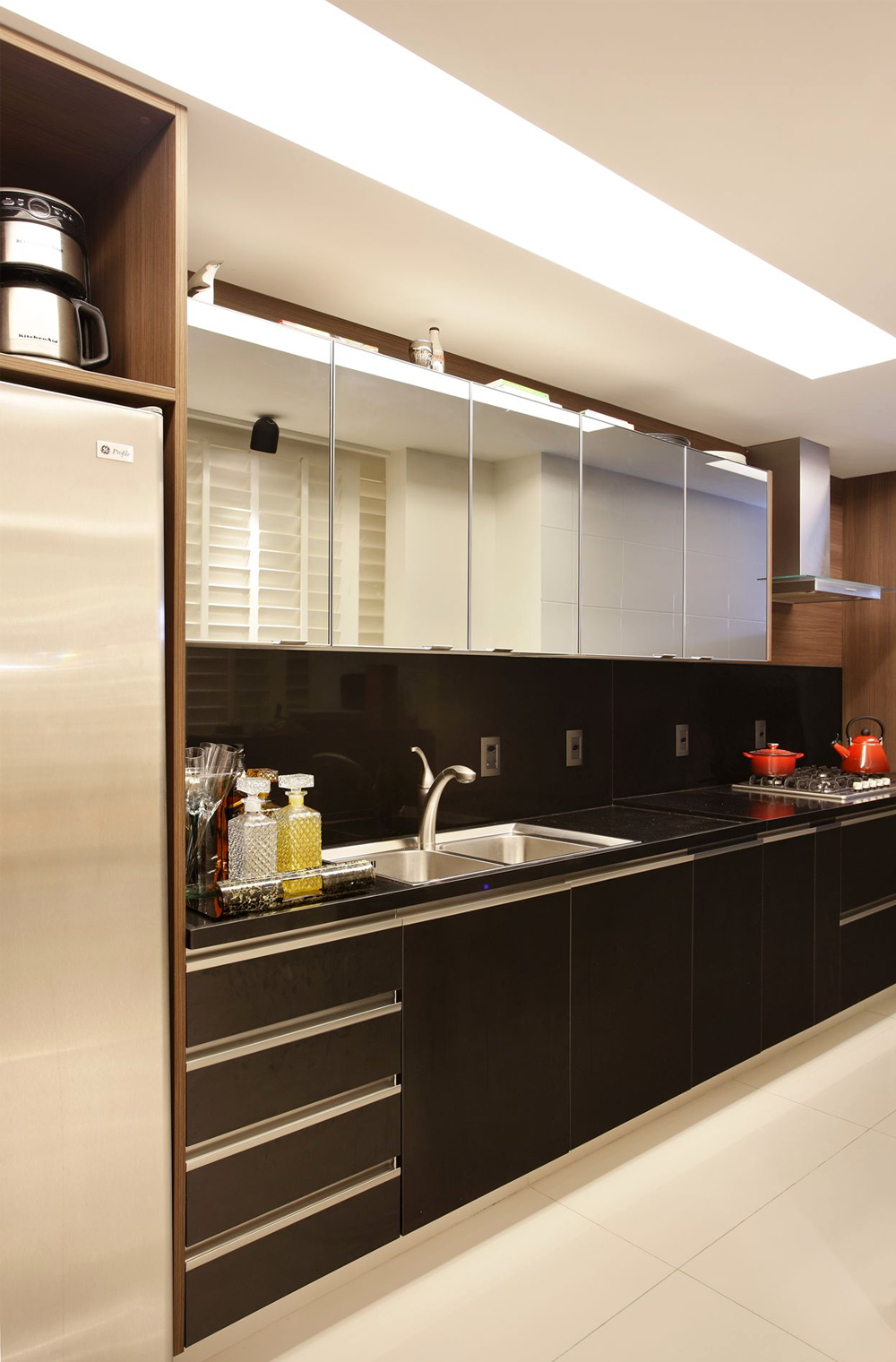 Cozinha Escondida Em Armário Com Portas De Correr Articuladas   Linda,  Compacta E Funcional! Kitchen StylingKitchen DecorKitchen ...