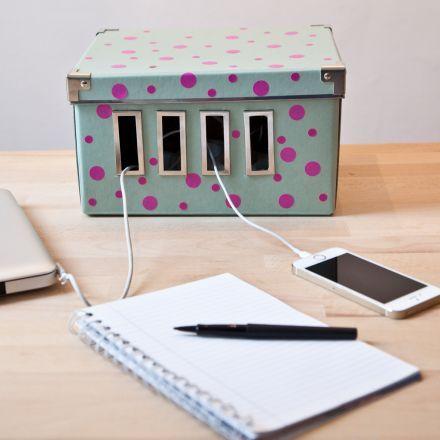 une jolie bo te pour cacher les c bles organisation. Black Bedroom Furniture Sets. Home Design Ideas
