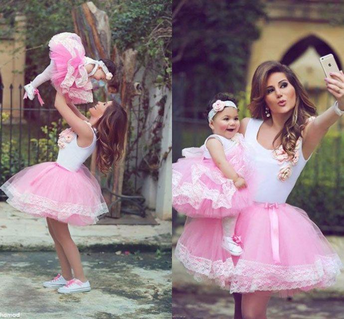 Anne Ka Z Stili Sayfa 9 Milliyet Com Tr Cicekli Kiz Elbiseleri Bebek Elbisesi Moda Stilleri