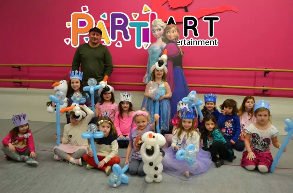 Frozen balloons Elsa wands, Olaf hats and more by Partiart on Facebook