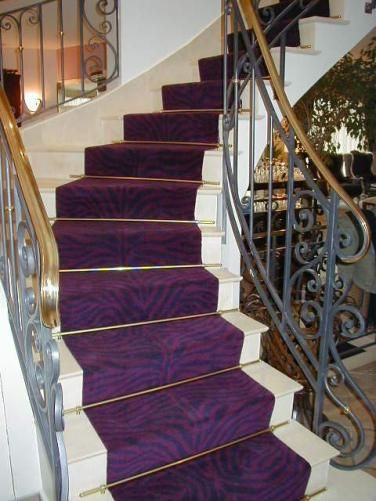 tapis d 39 escalier sur mesure dessin z bre violet et noir tapis d 39 escaliers et de passage. Black Bedroom Furniture Sets. Home Design Ideas