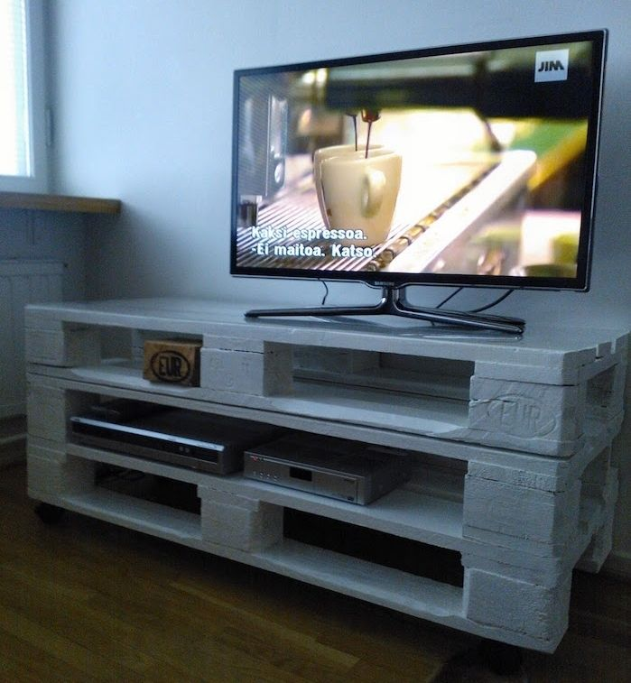 meuble tv palette le recyclage en cha ne diy pinterest meuble meuble tv et meuble tv. Black Bedroom Furniture Sets. Home Design Ideas