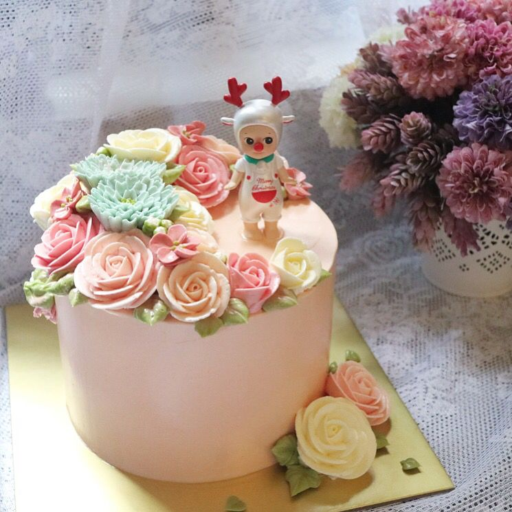 크리스마스케이크  #christmas #소니엔젤#sonny angel  #nanacake#flowercake#flowers#nanaclass#nanaflowers#flowers#buttercream#buttercake#cake#baking#decoration #나나케이크 #나나케익#플라워케익#꽃케이크