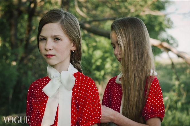 twin girls braiding hair