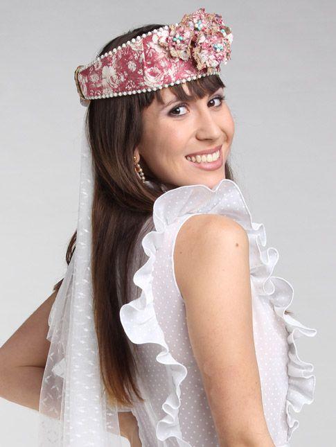 Tocado Provence, vestido Martinique, pendientes Verdeagua de alquiler en 2/3 de mi Kloset y velo 2/3 de mi Kloset