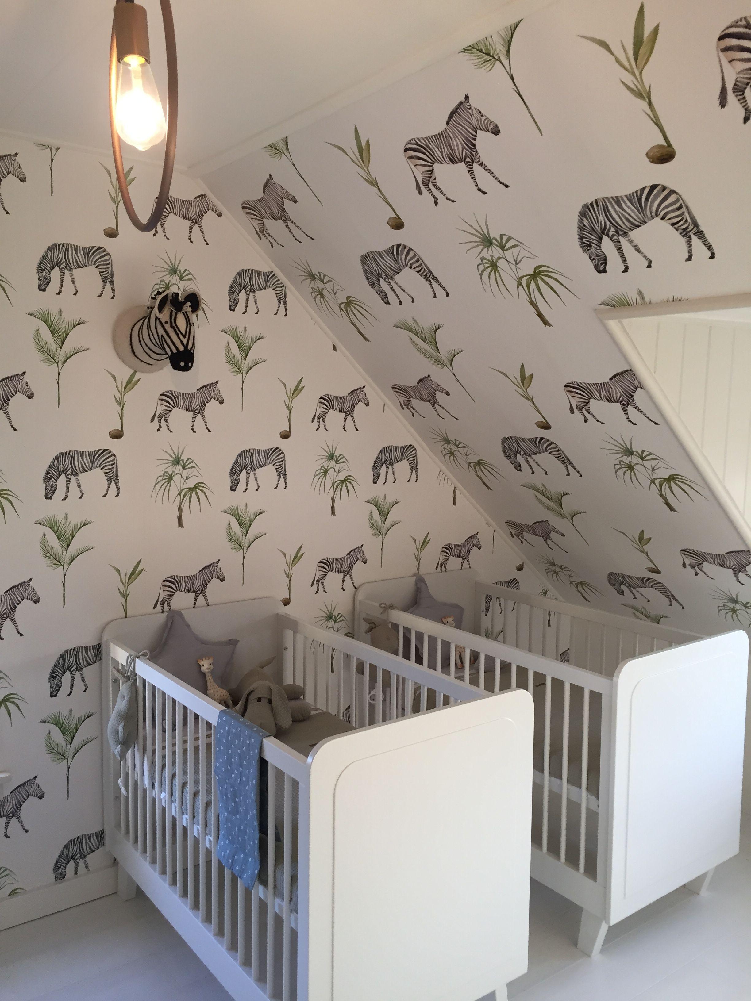 Spiksplinternieuw Twee lieve bedjes in een babykamer voor een tweeling. Deze lichte AY-54
