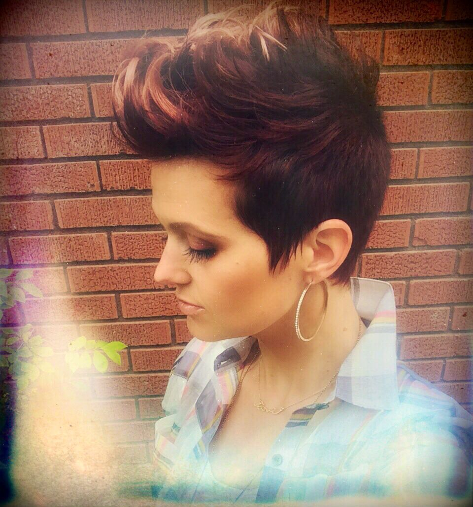 Short pixie fohawk burgundybrown with highlights on tips sides