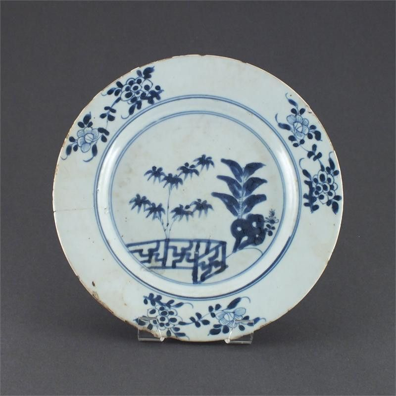 EARLY EVOLUTIONARY LOWESTOFT DINNER PLATE C.1765
