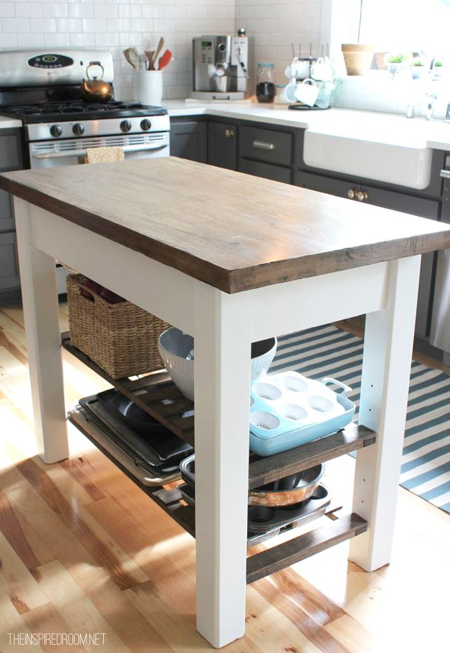 This was an unfinished kitchen island that the designer painted and finished in a two-tone styling which I love! I really need to do this with the kitchen cart and step-stool I have from IKEA. Another project I've been threatening for over a year now ...