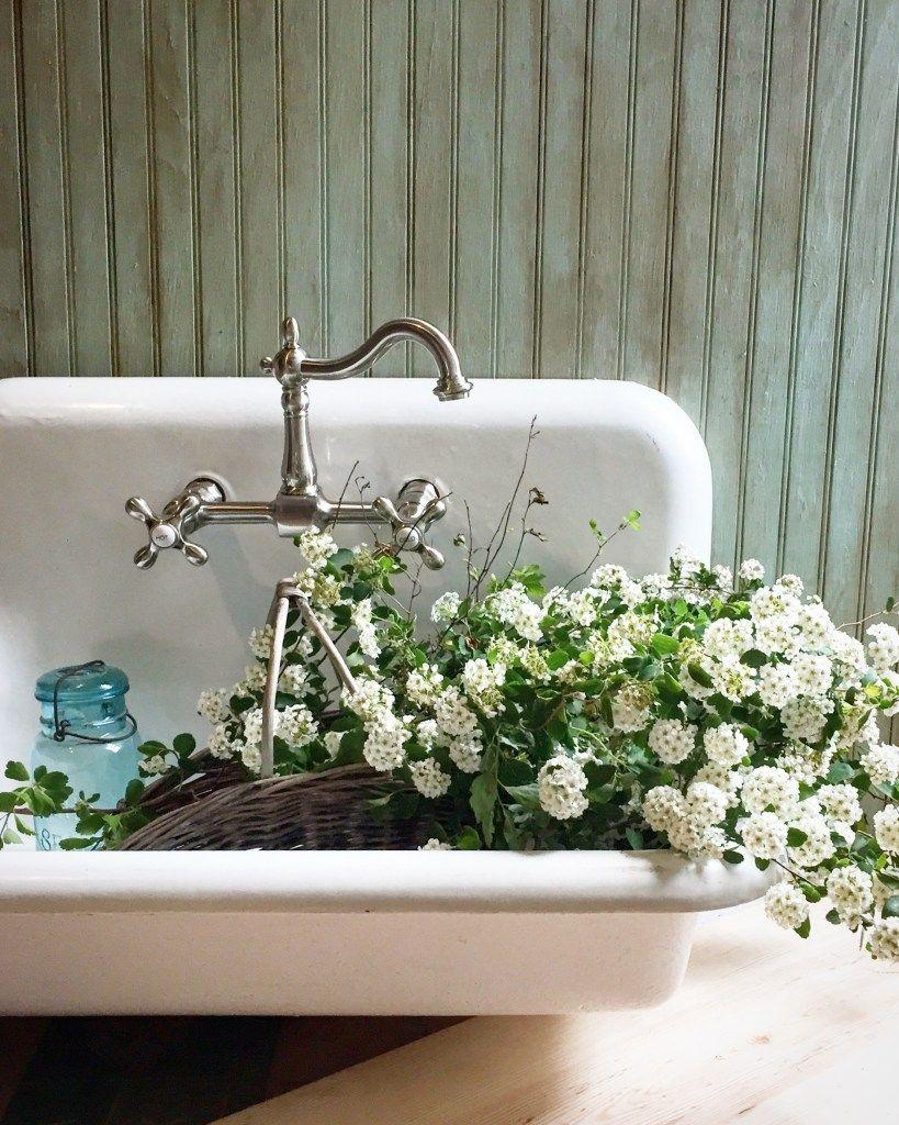 Antique Farm Sink Makeover {Tips for Restoring an Old Sink
