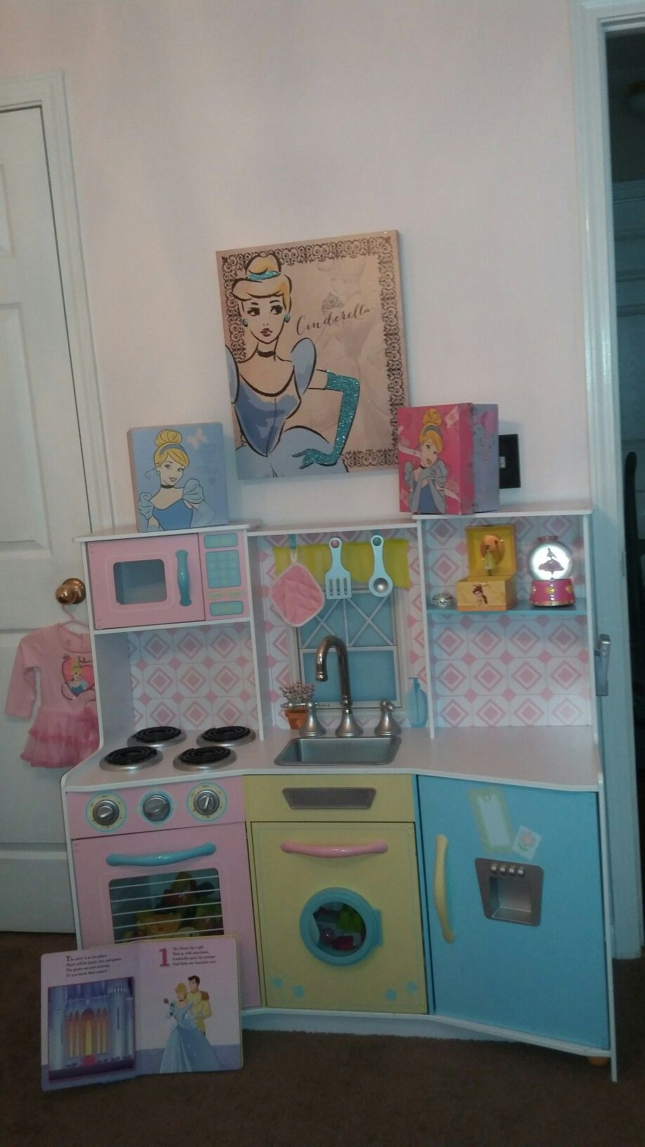Pin by Connie GonzalezSalmeron on Cinderella Nursery