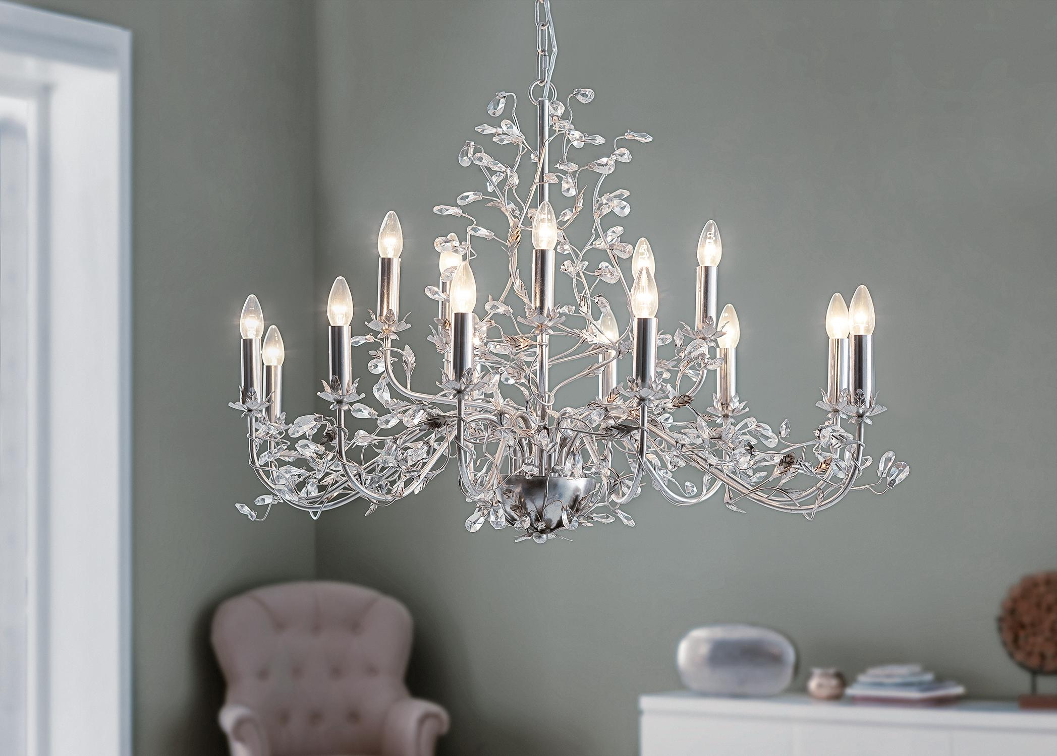 Popular Der prunkvolle Kronleuchter Evita der Marke Lightmakers fasziniert durch sein klassisches Design und die verspielten Elemente
