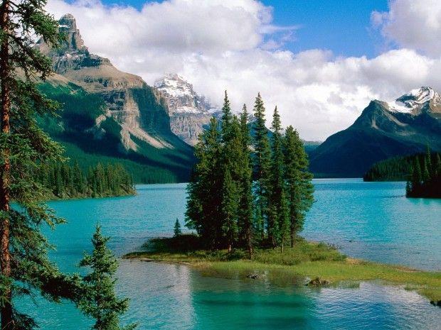 My favorite mountain-lake pictures - Maligne Lake, Jasper National Park
