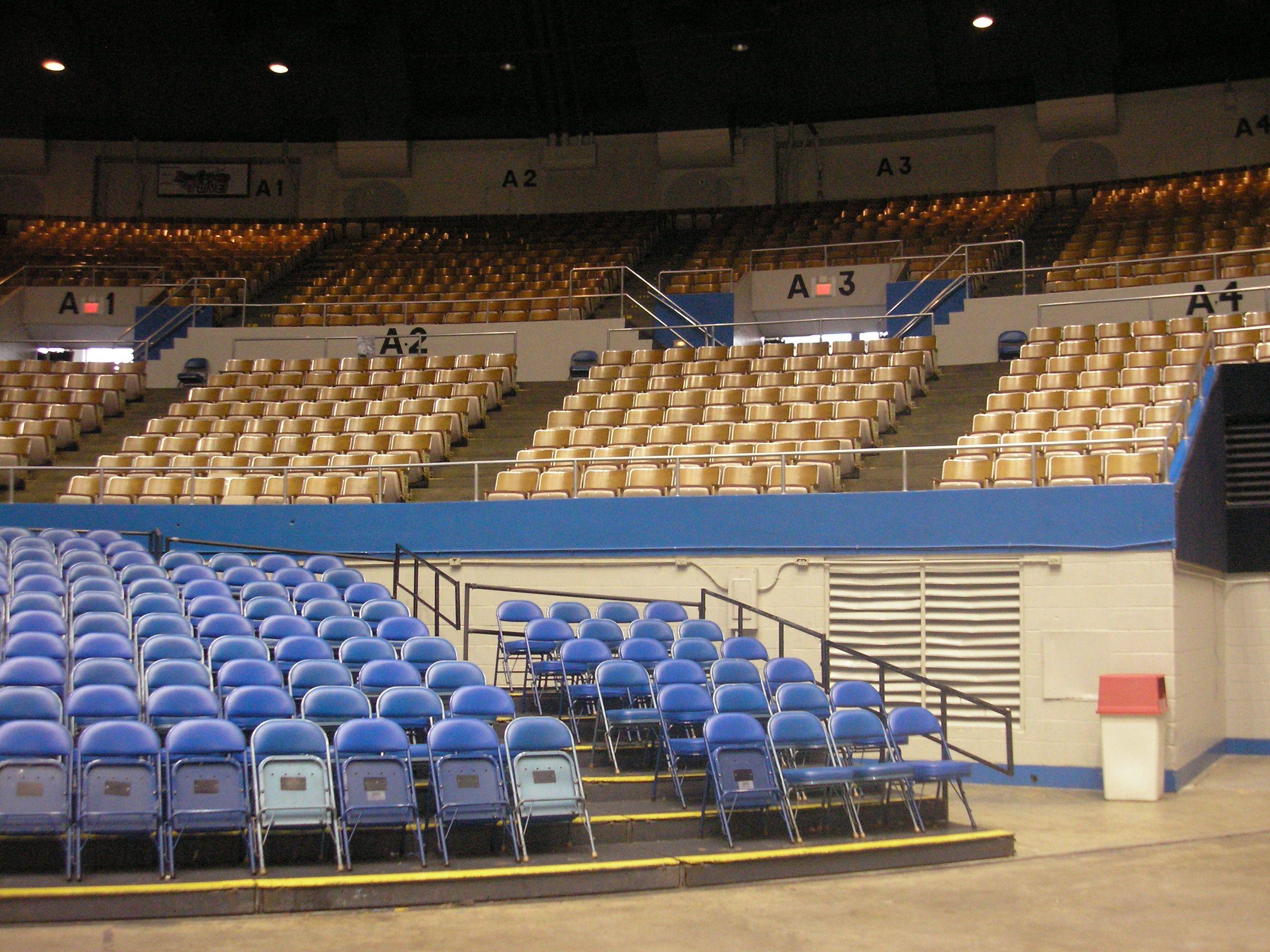Nashville Municipal Auditorium Auditorium Seating Area With Risers At E 1 Auditorium Seating Seating Charts Stadium Architecture