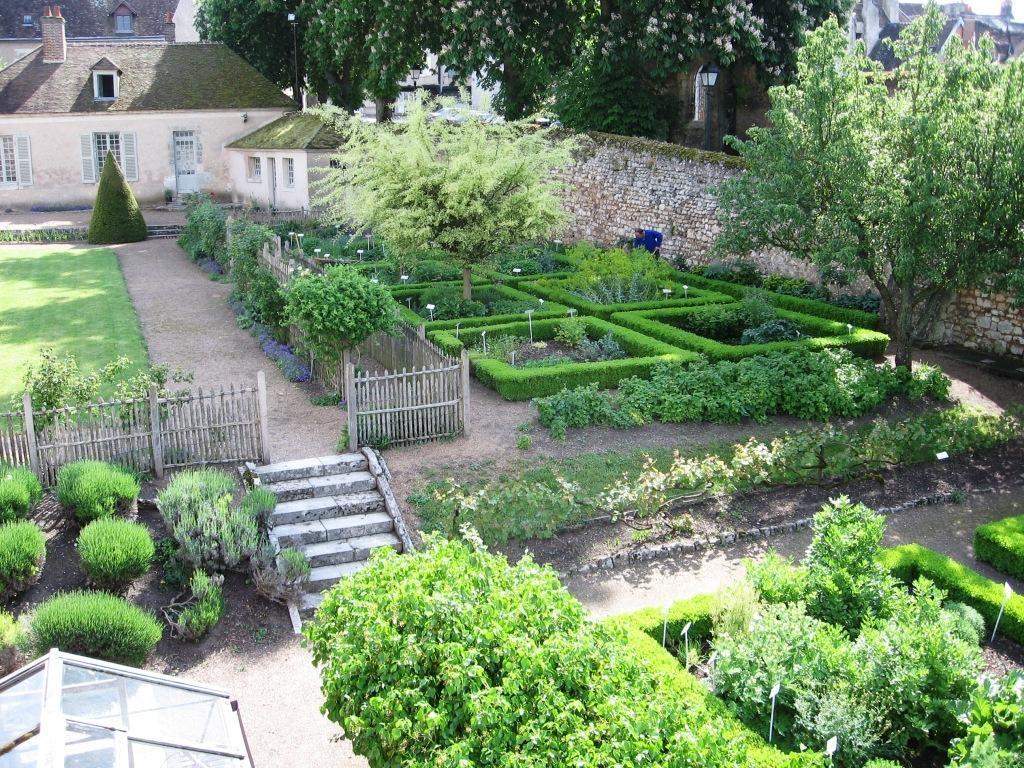Les jardins et parcs de ch teaudun au jardin potager for Piscine chateaudun