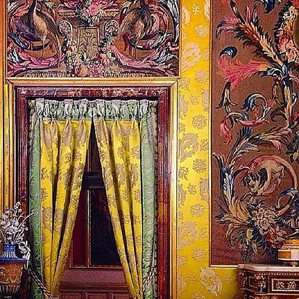One of our favourite images currently on our moodboard. Italian grandeur. Regram @mag.gieshep.herd #italianstyle #cabanamood #moreisneverenough #inspirations #interiors #livewithcolours