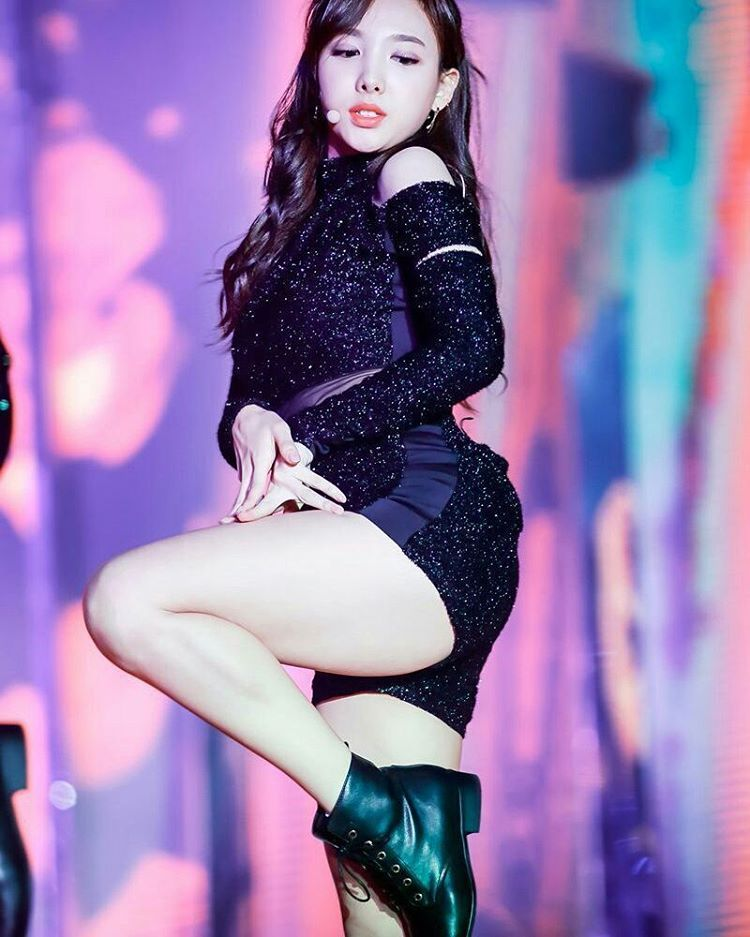Bless Up Nayeon Imnayeon Twice Legs Kpoplegs Kpop Girls Kpop Outfits Nayeon