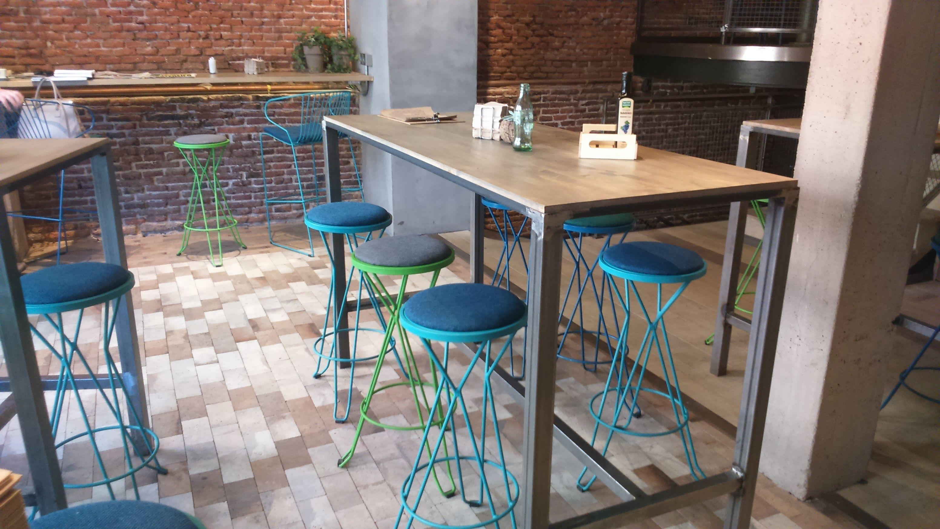 Taburetes metálicos y mesas de hierro y madera www.fustaiferro.com ...