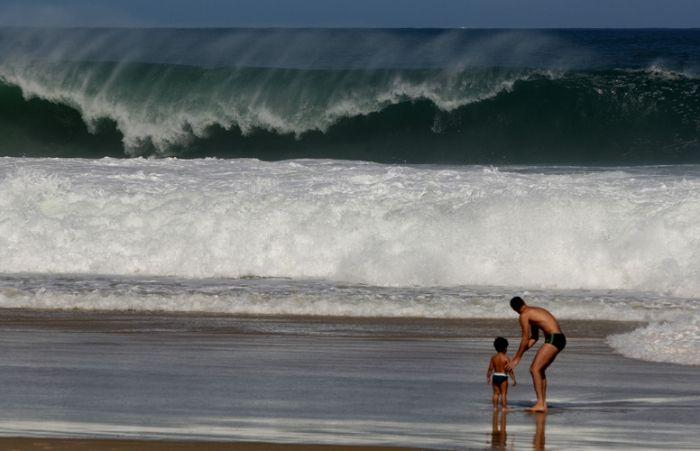 Ressaca tem ondas de até 3 metros nas praias do Rio - Furious ocean waves, 3 meters tall, in Rio