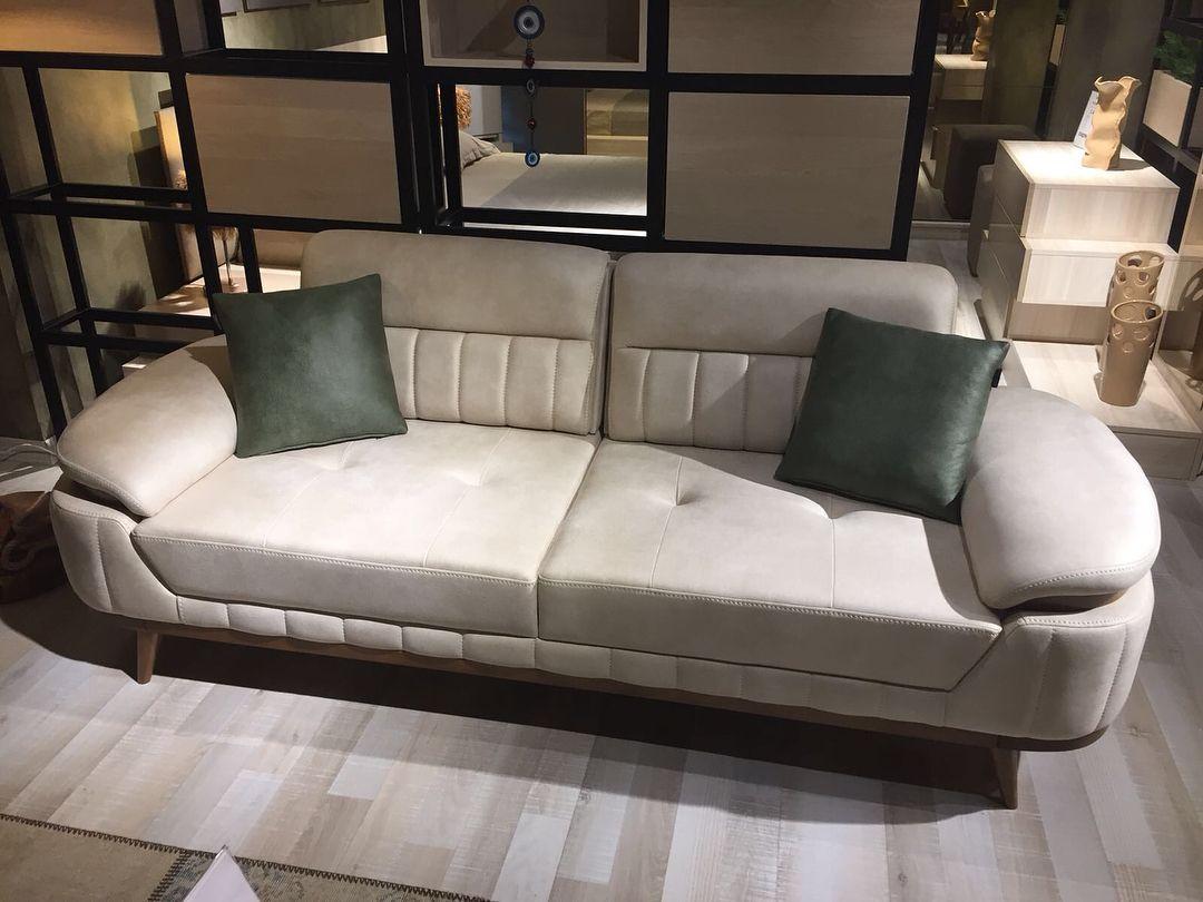 Goruntunun Olasi Icerigi Oturan Insanlar Oturma Odasi Ve Ic Mekan Luxury Sofa Sofa Set Furniture