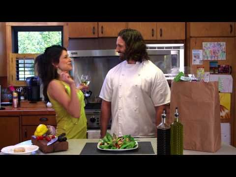 Chef Luca Della Casa prepares a delicious salad with Isabel Naturtuna at Veronica's house. Subscribe to see more of Della Casa in Your Casa! https://www.youtube.com/user/IsabelTunaUSA