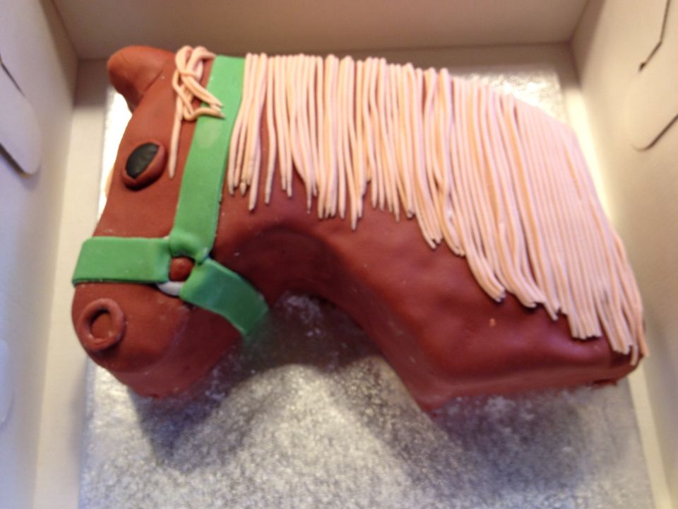 Horse Cake Pferd Kuchen Cupcakes And Cakes Pferde Kuchen