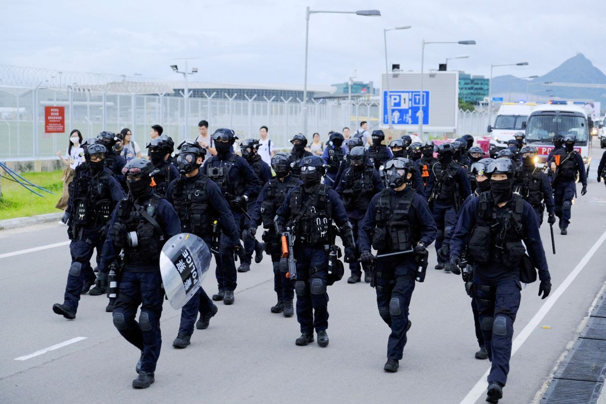 Hong kong hits back at us report on police brutality