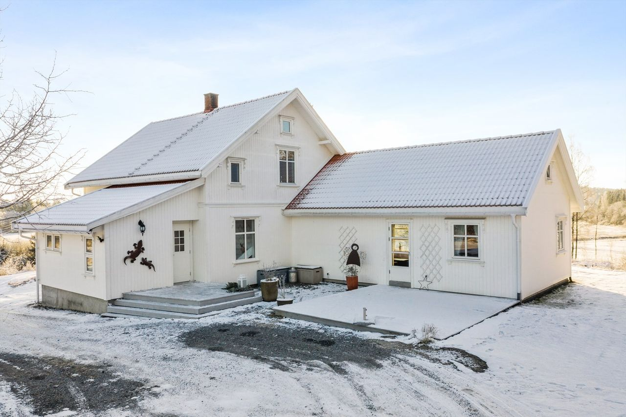 Photo of Stor enebolig med landlig beliggenhet | 5 soverom | Stor og solrik tomt på 2,1 …