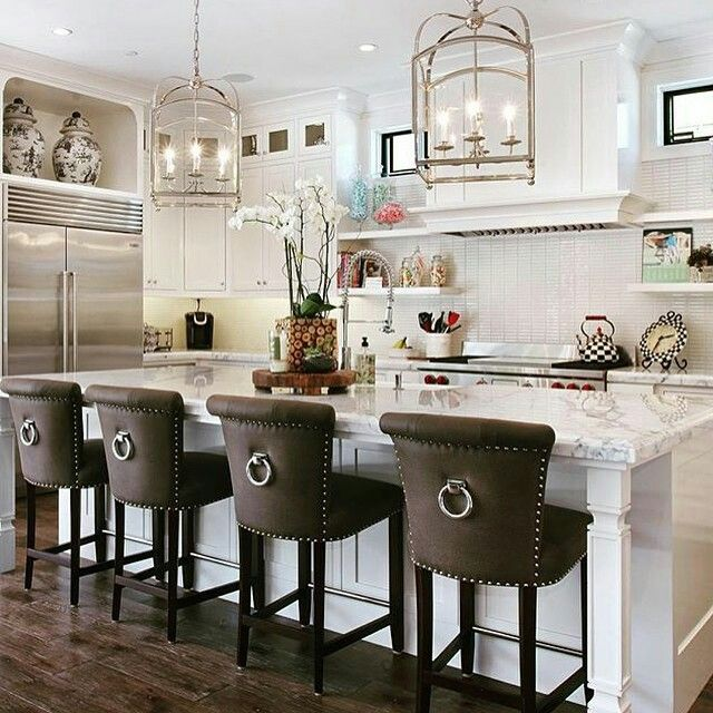Styling Our Rental Kitchen Two Ways Color Vs Neutrals The Effortless Chic Stools For Kitchen Island Home Decor Kitchen Bar Stools Kitchen Island