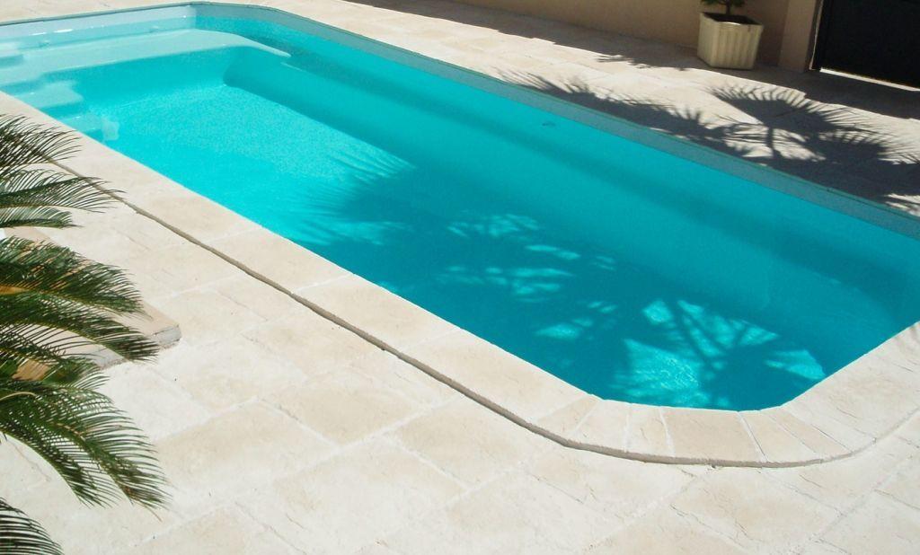Roc-de-france-pierre-reconstituee-ambiance-margelle-de-piscine - pierre de dallage exterieur