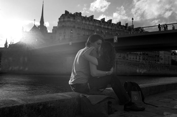 Peter Turnley Photography: French kiss, the romance of Paris