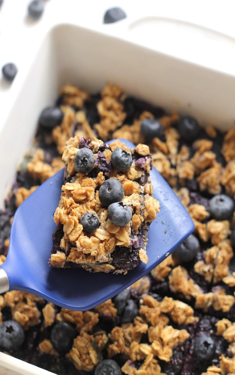 These blueberry oatmeal bars are bursting with oats, blueberries and chia seeds