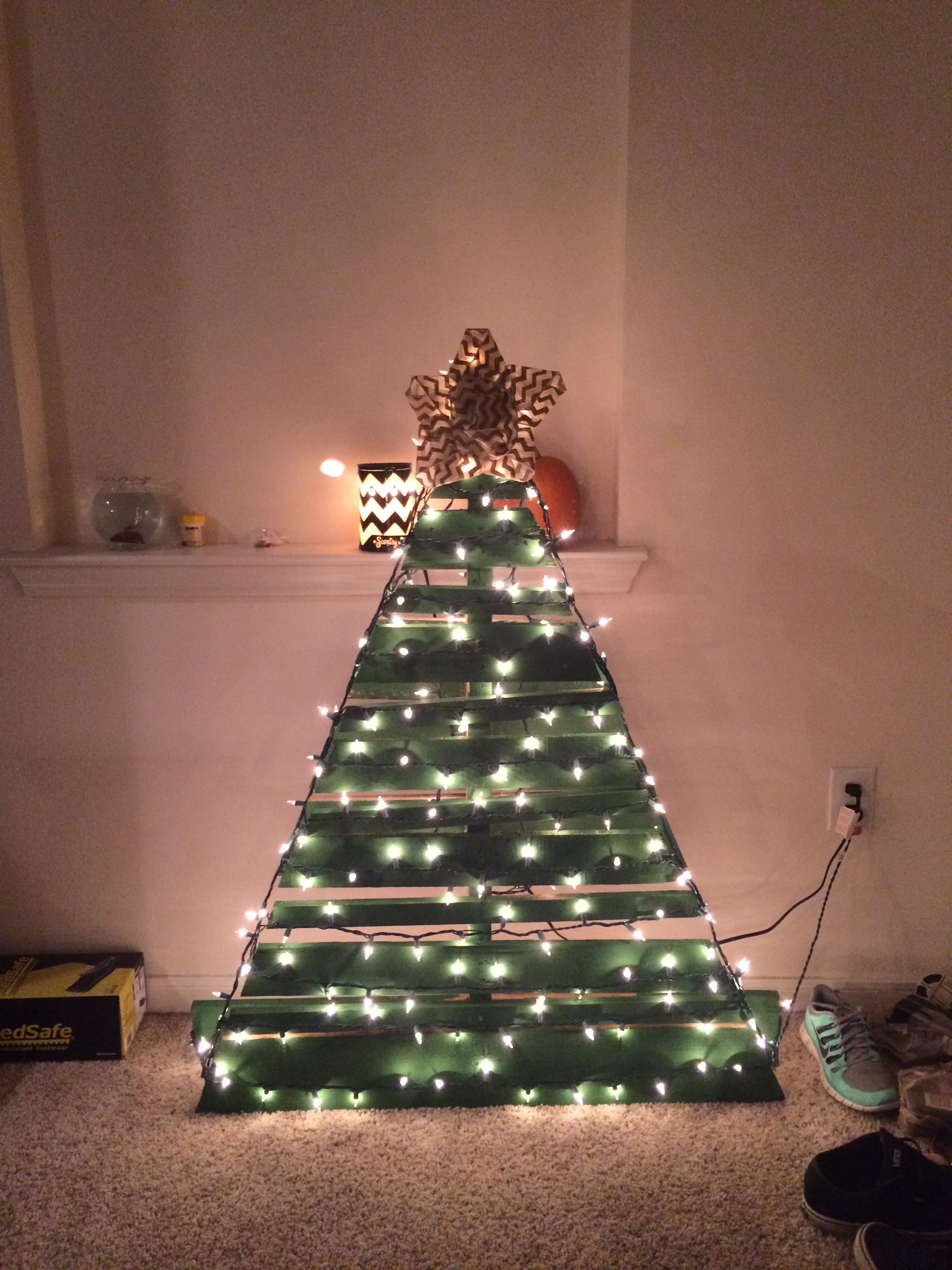 Cute 4 Step Pallet Christmas Tree Cut Pallet Into Triangle