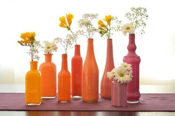 Hacer floreros con botellas pintándolas por dentro