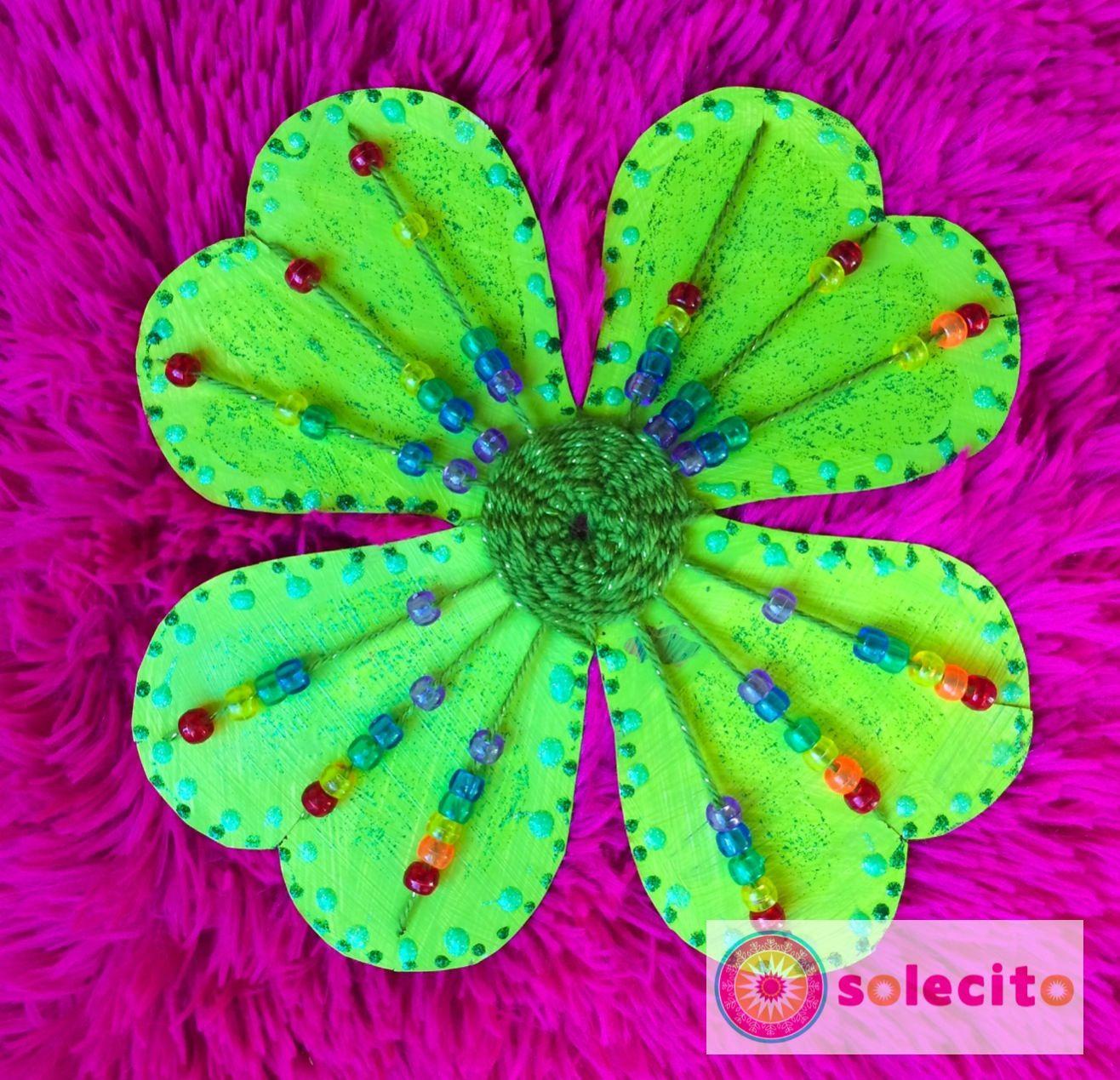 Trébol de cuatro hojas con un lindo arco iris ¡Feliz día de San Patricio! www.solecitoschool.com