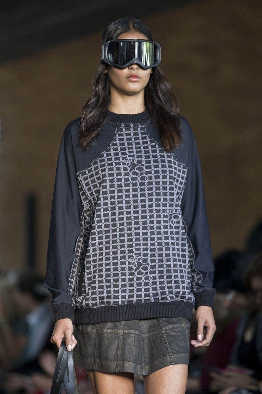 c171fdeaaed20  Anti-cellulite jeans  make world debut at Fashion Rio