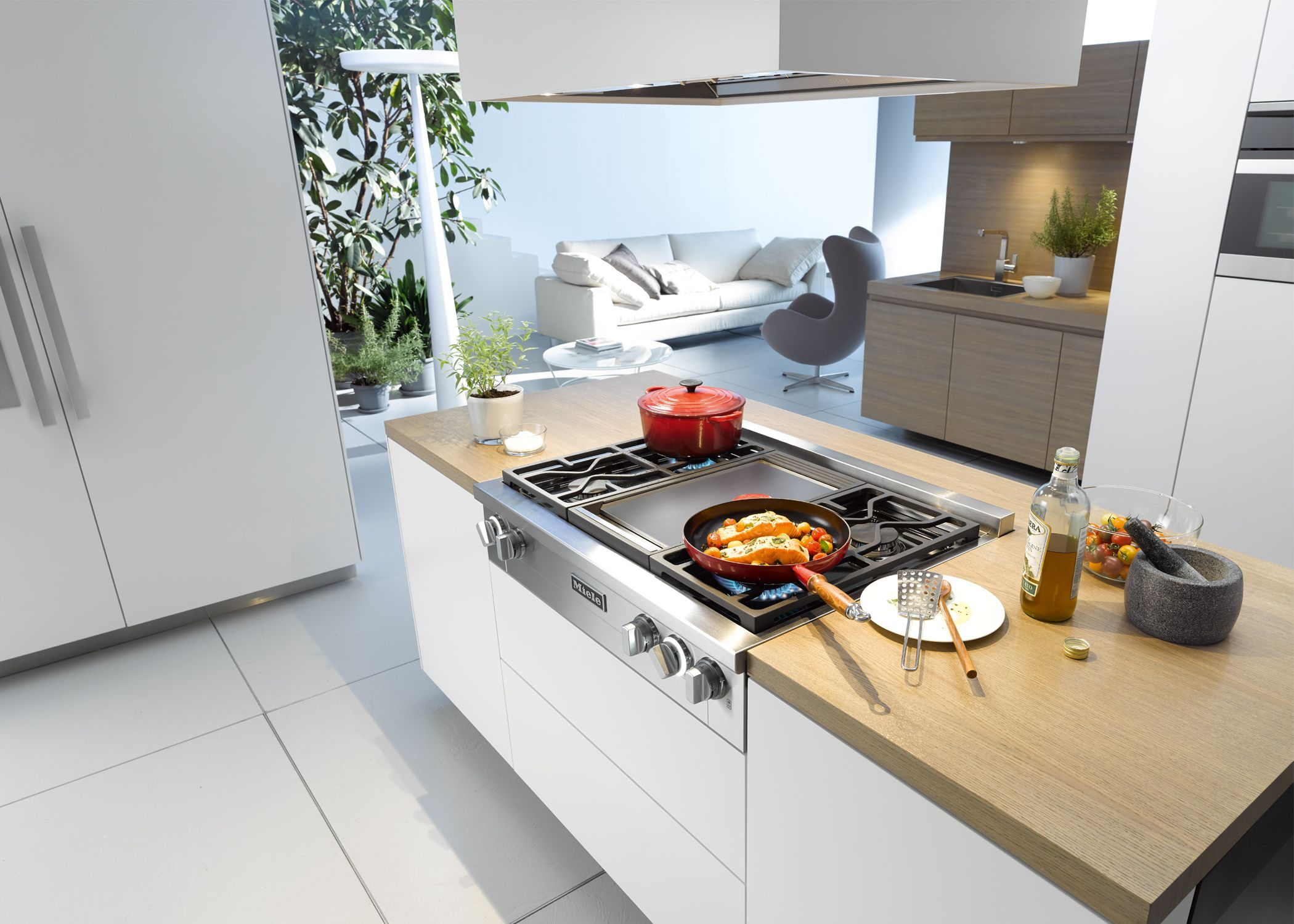 Miele Rangetop Cooktop with builtin griddle Miele Wall Ovens