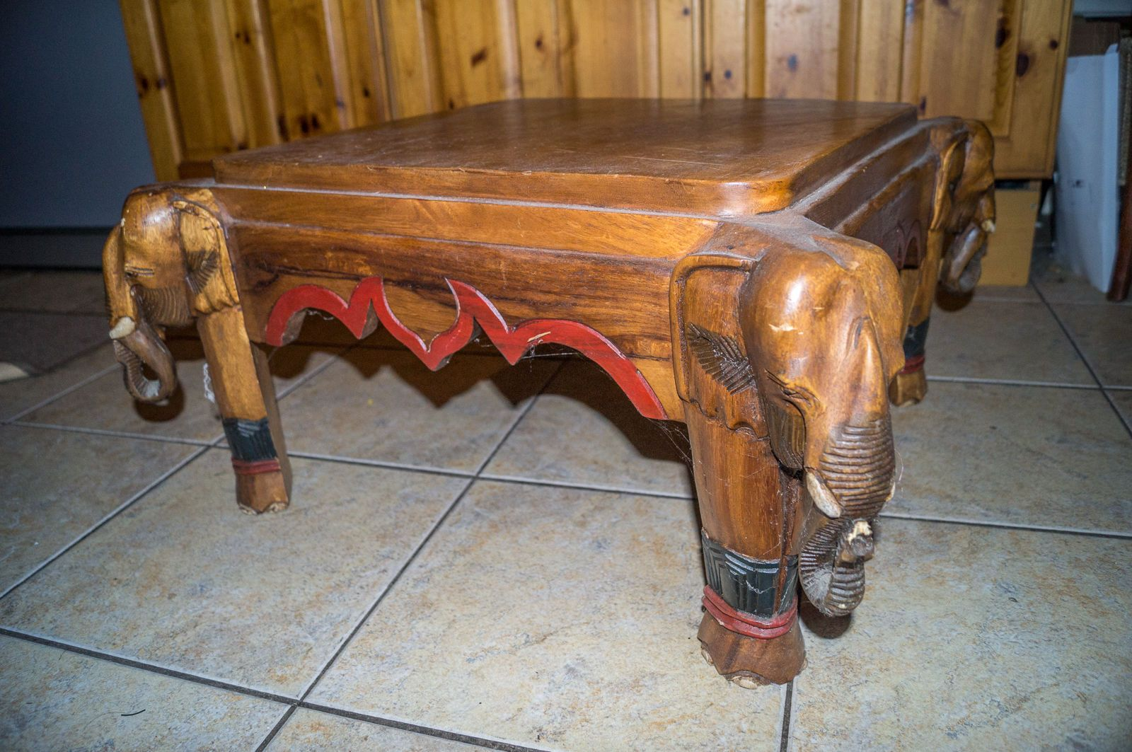 Coffee table elephant carved legs square coffee table
