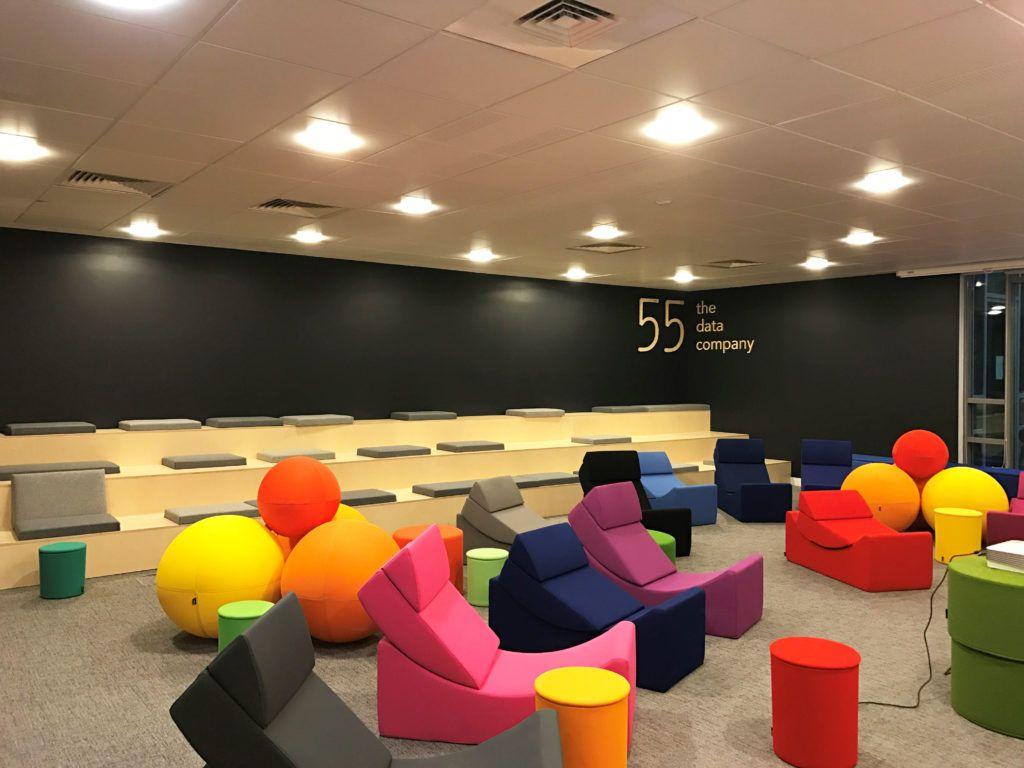 Reamenagement D Une Start Up Data Francaise 55 Paris 9eme Mobilier Flexible Decoration De Bureau D Entreprise Design Siege Social