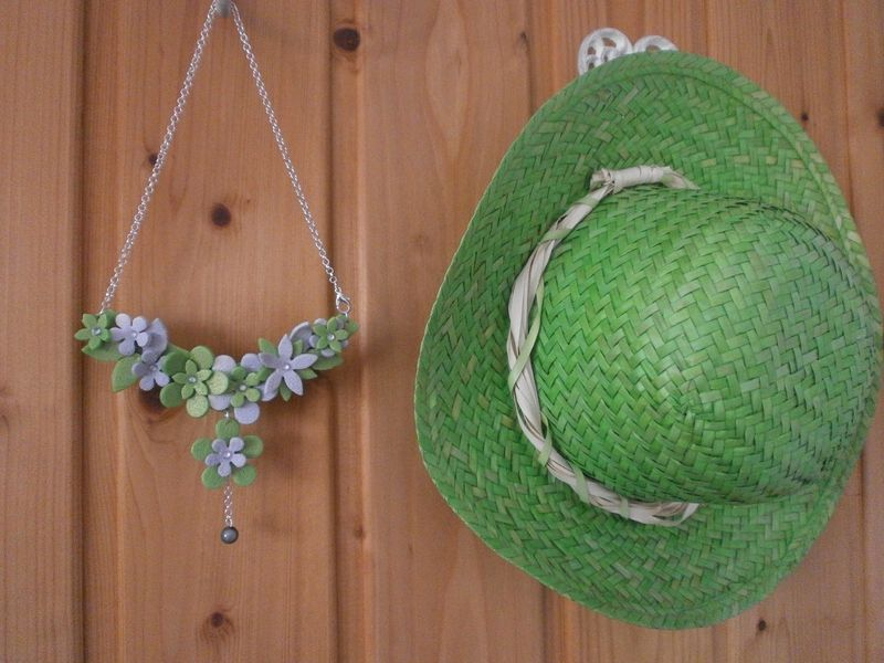 Un collier vert