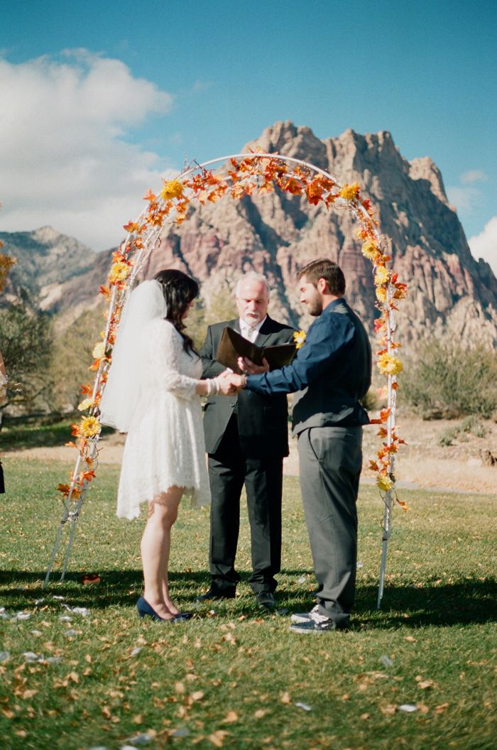 Diy Autumn Inspired Altar With Leaves Spring Mountain Ranch Las Vegas Wedding Gaby J Photography