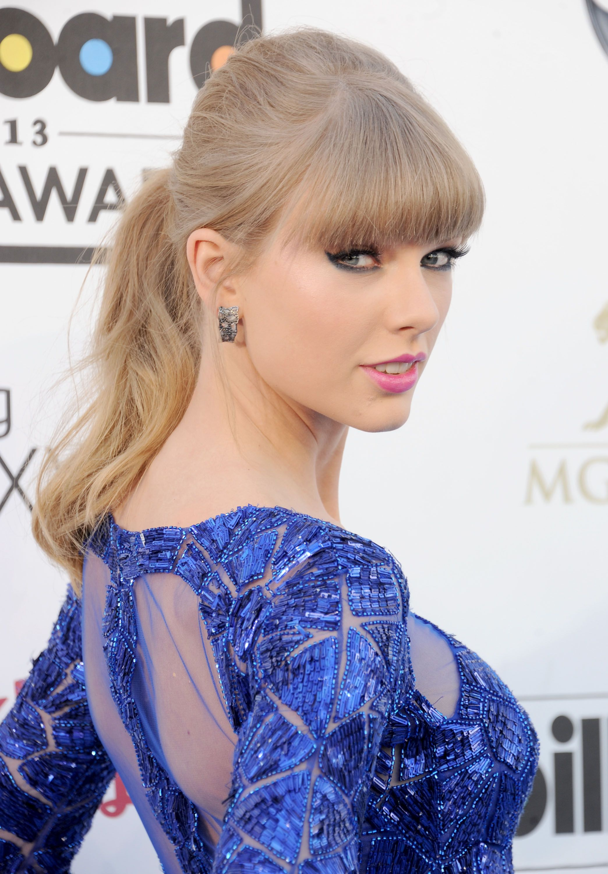 Taylor swift 2013 music awards hd images 3 hd wallpapers taylor taylor swift 2013 music awards hd images 3 hd wallpapers voltagebd Gallery